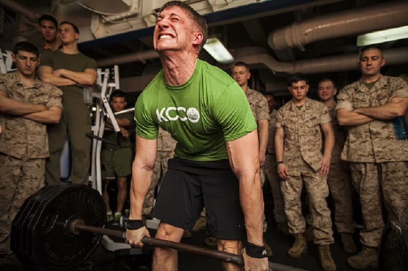 navy man performing the deadlift